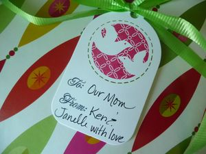 Mom Card Calendar wrapped tag signed (2)
